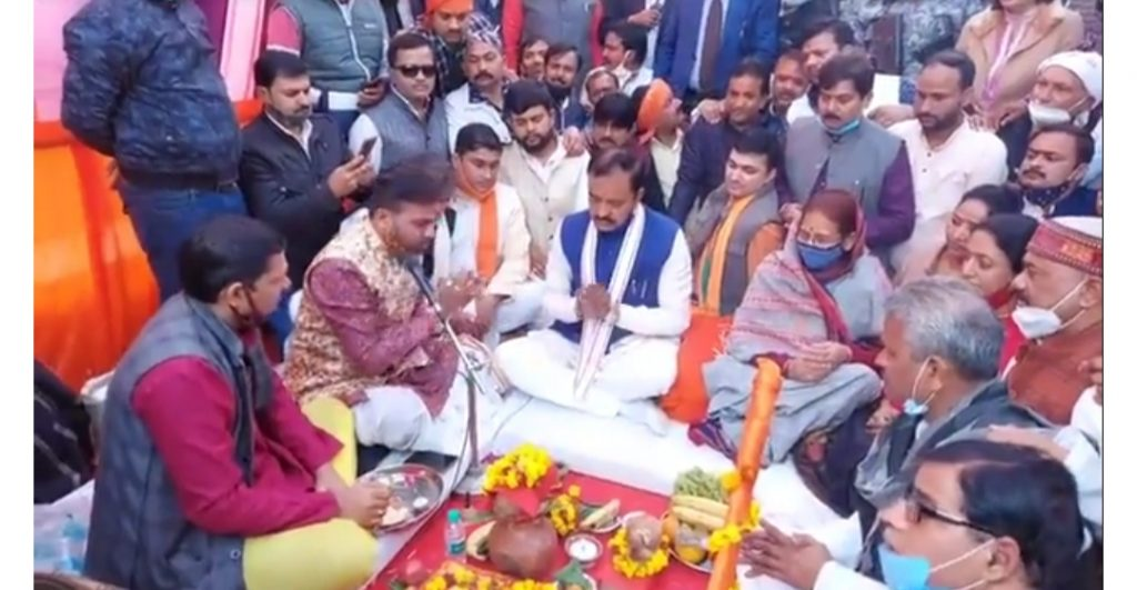 Prayagraj उपमुख्यमंत्री श्री केशव प्रसाद मौर्य ने आरोवी का शिलान्यास कर दिया तोहफा