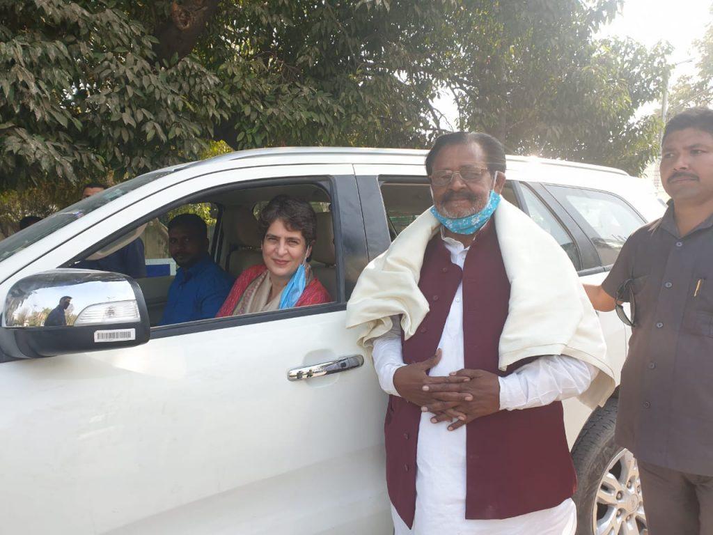 प्रयागराज में प्रियंका गांधी का रमेश चंद्र पांडेय ने किया स्वागत
