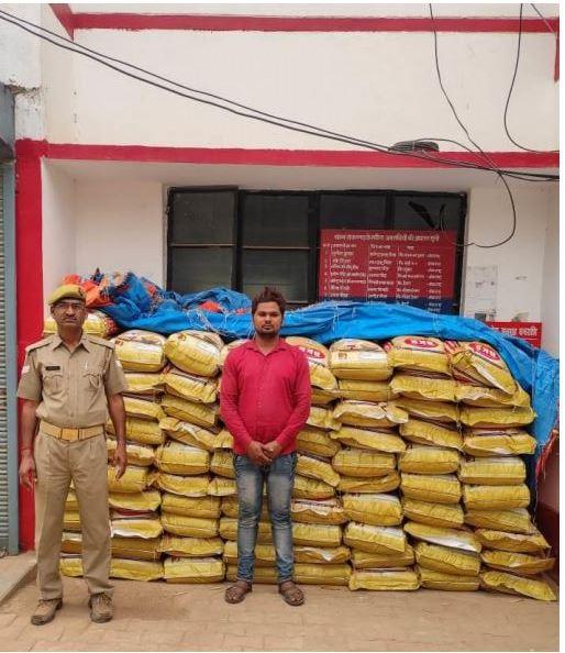 प्रयागराज : शंकरगढ़ पुलिस द्वारा 01 अभियुक्त को गिरफ्तार कर निशानदेही पर चोरी की गयी 100 बोरी अरहर की दाल बरामद