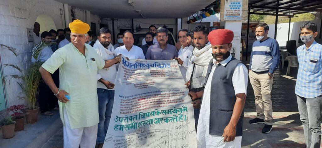 Bharat Singh Youth Briged 110 फुट लंबे खादी पर हस्ताक्षर कर कुचामन में सरकारी महाविद्यालय खुलवाने की माँग