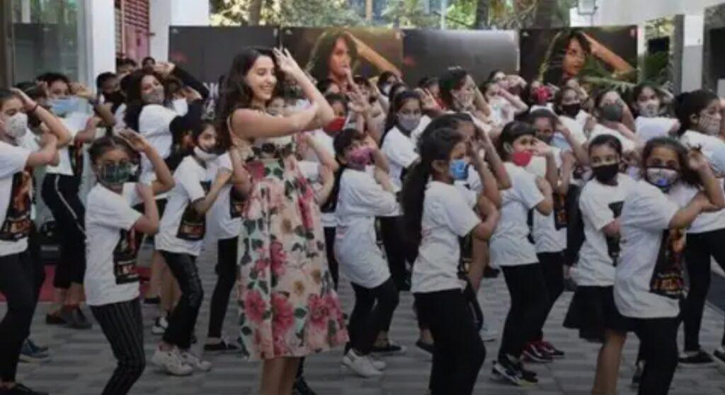 नोरा फतेही ने मनाया जश्न 'दिलबर' गाने को मिले 100 करोड़ व्यूज