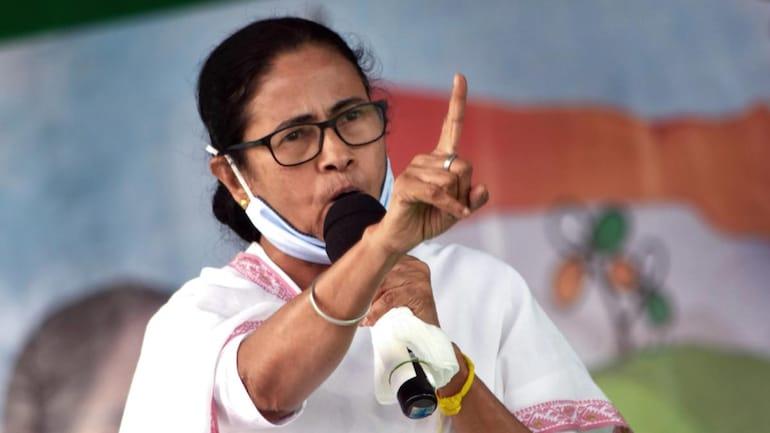 एक तरफ Corona संकट पर PM Modi कर रहे थे बैठक तो दूसरी तरफ Mamta Banerjee ने कहा- बंगाल को वैक्सीन नहीं दे रहा केन्द्र