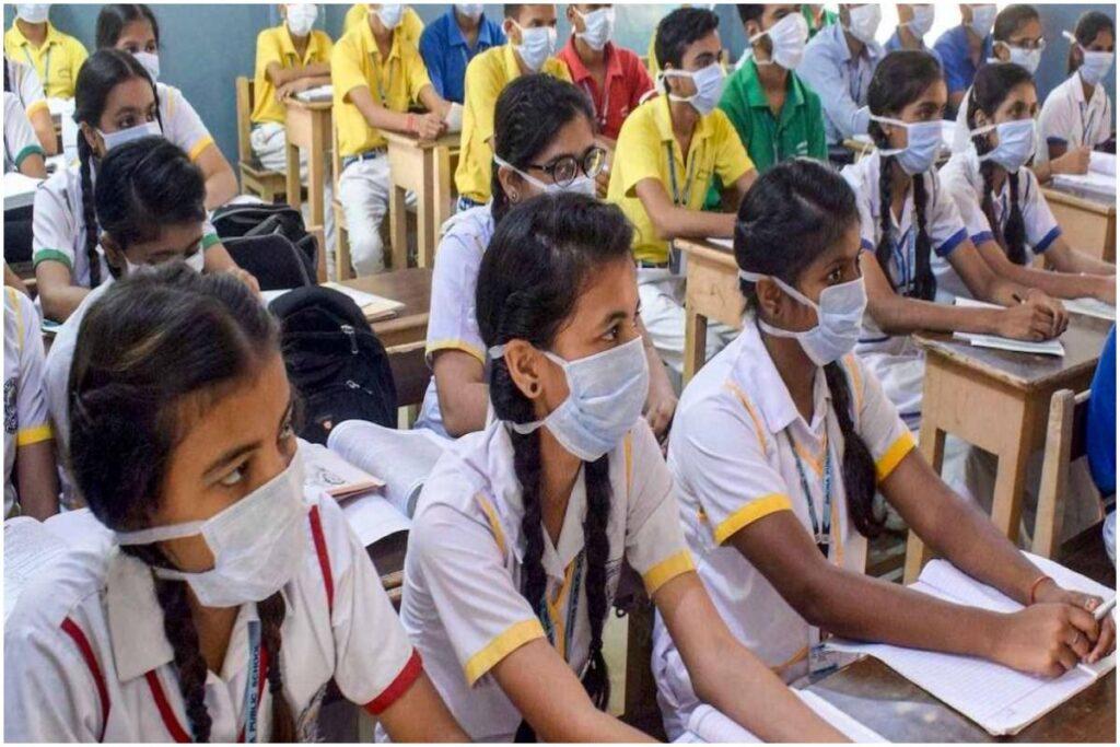 Gujarat coronavirus: सूरत में दो स्कूलों व एक कॉलेज में 20 छात्र कोरोना वायरस से संक्रमित