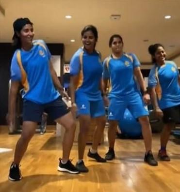 दूसरे मैच में जीत दर्ज कर भारतीय महिला क्रिकेट टीम ने 'मास्टर' के गाने पर किया डांस