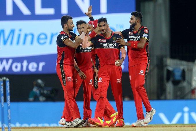 IPL 2021: रॉयल चैलेंजर्स बेंगलुरु (RCB) ने छठे मैच में सनराइजर्स हैदराबाद को 6 रन से हराया