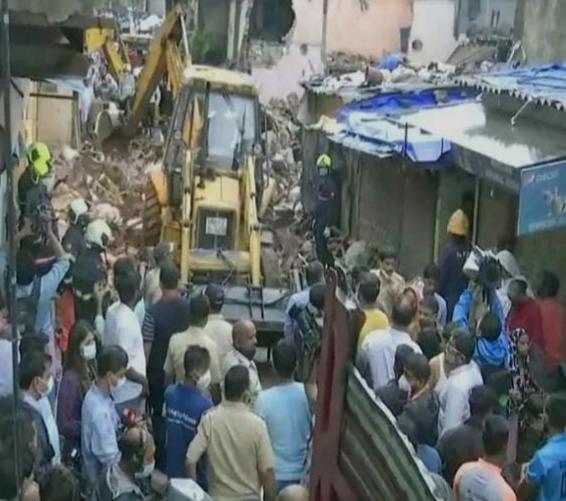 मुम्बई में 4 मन्जिला घर गिरने से 11 की मृत्यु, 7 घायल